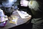 Приготовление блюд экстремальной кухни, улиток и дождевых червей