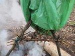 Горячий способ копчения мяса и рыбы при выживании в экстремальной и аварийной ситуации, простая коптильня и процесс копчения