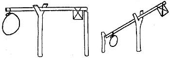 Спусковой механизм ловушки в котором один конец планки-коромысла опирается на один колышек