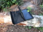 Солнечное зарядное устройство Allpowers X-Dragon 14 W выполнено в виде книжки