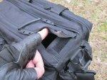 Доступ к основному отделения сумки 5.11 Tactical Side Trip Briefcase осуществляется через клапан