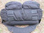 На дно тактической сумки 5.11 Tactical Side Trip Briefcase пришиты четыре резинопластиковые ножки