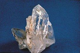 Материалом для каменного ножа может послужить кварц
