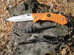 Cкладной нож EKA Swede 9 в комплекте с точилкой, огнивом и шнуром