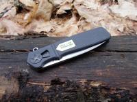 Обе плашки рукояти ножа Homefront EDC выполнены из армированного стекловолокном нейлона