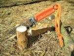 Справиться нож Игла и с работой по дереву, настрогает мелких веточек