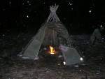 Импровизированные укрытия палаточного типа, вигвамы, стены, экраны и панели из веток и жердей, открытое наклонное укрытие