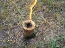 Силу пламени деревянного примуса достаточно просто регулировать перекрытием подачи воздуха снизу