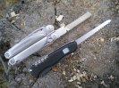 Сравнение складного ножа Victorinox Outrider и мультитула Leatherman Surge в полевых условиях