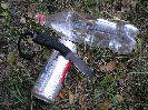 Тест ножа Пиранья на консерве, жестяной банке и пластиковой бутылке