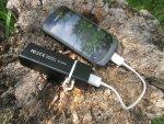 Зарядка и подзарядка мобильных устройств производится от MiPow Power Tube 3000 следующим образом