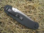 у ножа RAT Folder Model 1 плашки рукояти стянуты пятью парами, не считая осевых винтов