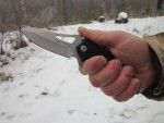 Складной нож Lansky Responder Quick Action Knife EDC в руке