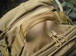 На верхней поверхности рюкзака находится мощная ручка для его переноски