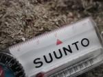 Компактный компас Suunto Comet Active Explorer с термометром, линейкой и таблицей жесткости погоды по ветро-холодовому индексу, обзор